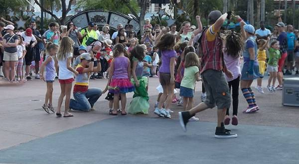 Children_Dancing_in_Hollywood_Studios