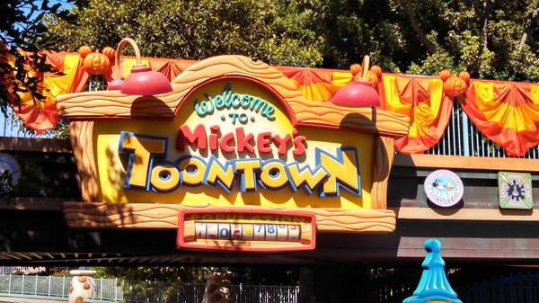 Mickey's Halloween Toontown